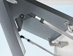 Оригинальное оформление верхних шкафов с подъемными механизмами AVENTOS